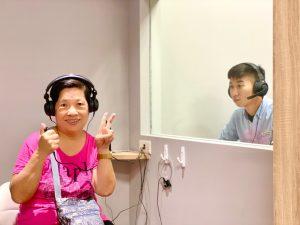 mimitakara新莊助聽器與客人測聽照合影